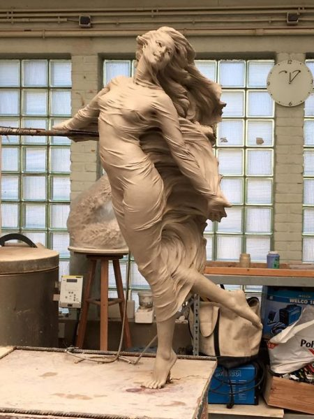 realistic-female-sculptures-luo-li-rong-59c8a965591ce__700