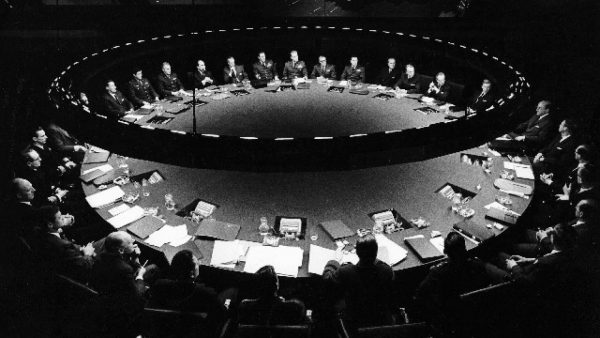 TITLE: DOCTOR STRANGELOVE, OR HOW I LEARNED TO STOP WORRYING AND... ¥ YEAR: 1963 ¥ DIR: KUBRICK, STANLEY ¥ REF: DOC031AG ¥ CREDIT: [ THE KOBAL COLLECTION / HAWK FILMS PROD/COLUMBIA ]