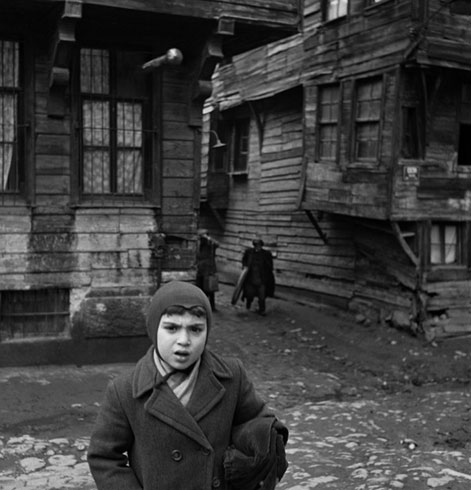 12. Daha küçüğüz tabii, Atatürk'ün kim olduğunu bilmezdik bile