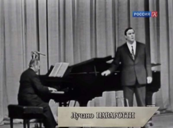 Luciano-Pavarotti-Moscow-1964