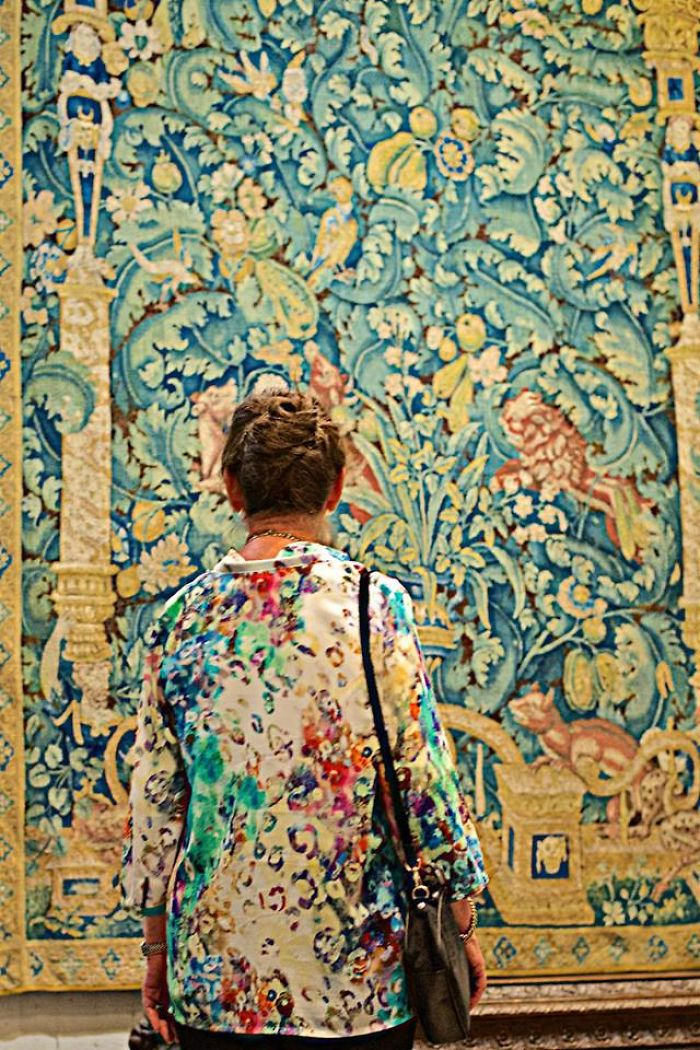 Photographer-goes-through-the-museums-to-capture-the-similarities-between-the-paintings-and-the-visitors-and-the-result-will-impress-you-59e6faa68ace9__700