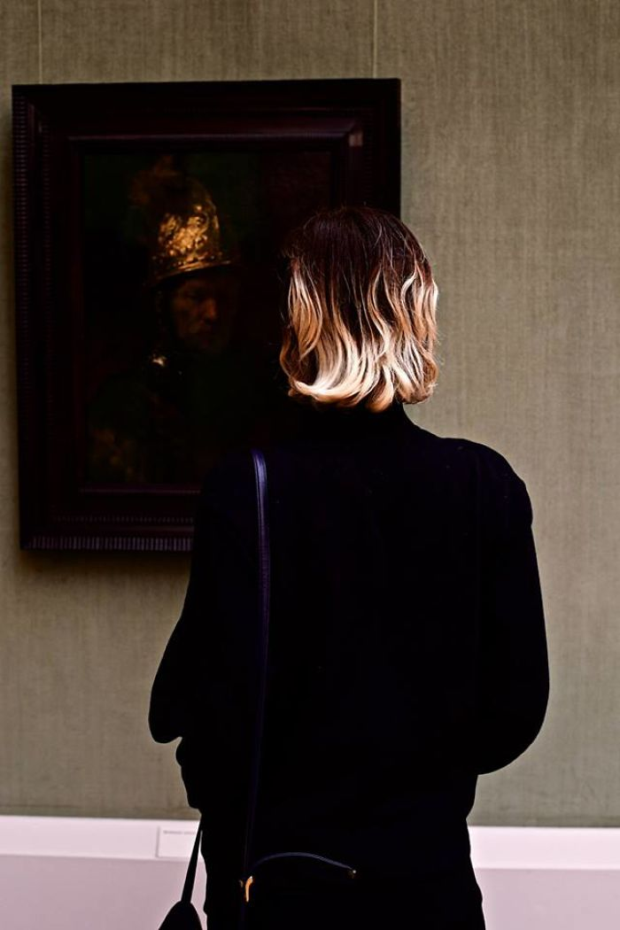 Photographer-goes-through-the-museums-to-capture-the-similarities-between-the-paintings-and-the-visitors-and-the-result-will-impress-you-59e6fab5c899e__700