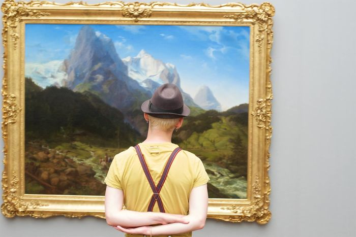 Photographer-goes-through-the-museums-to-capture-the-similarities-between-the-paintings-and-the-visitors-and-the-result-will-impress-you-59e6fadc1df61__700