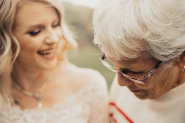 bride-wears-grandmother-old-wedding-1962-dress-penny-jensen-jordyn-cleverly-4