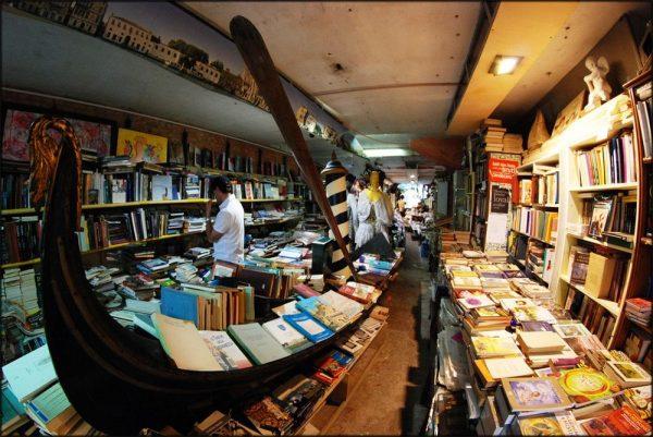 libreria-acqua-alta-36