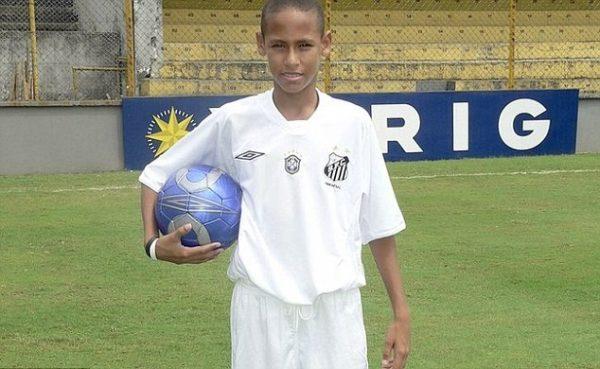 neymar-14-year-old-goal-santos-brazil-legends-1447410516-800
