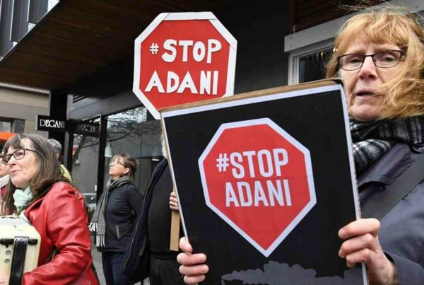stop-adani-protesto