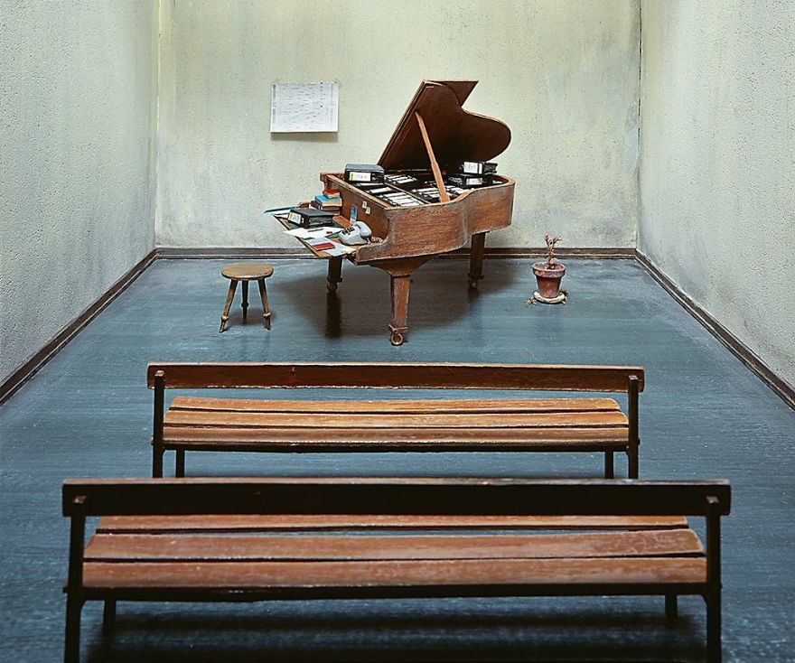 German-photographer-satirizes-modern-society-with-its-perfect-miniatures-5a3b6f77367c8__880