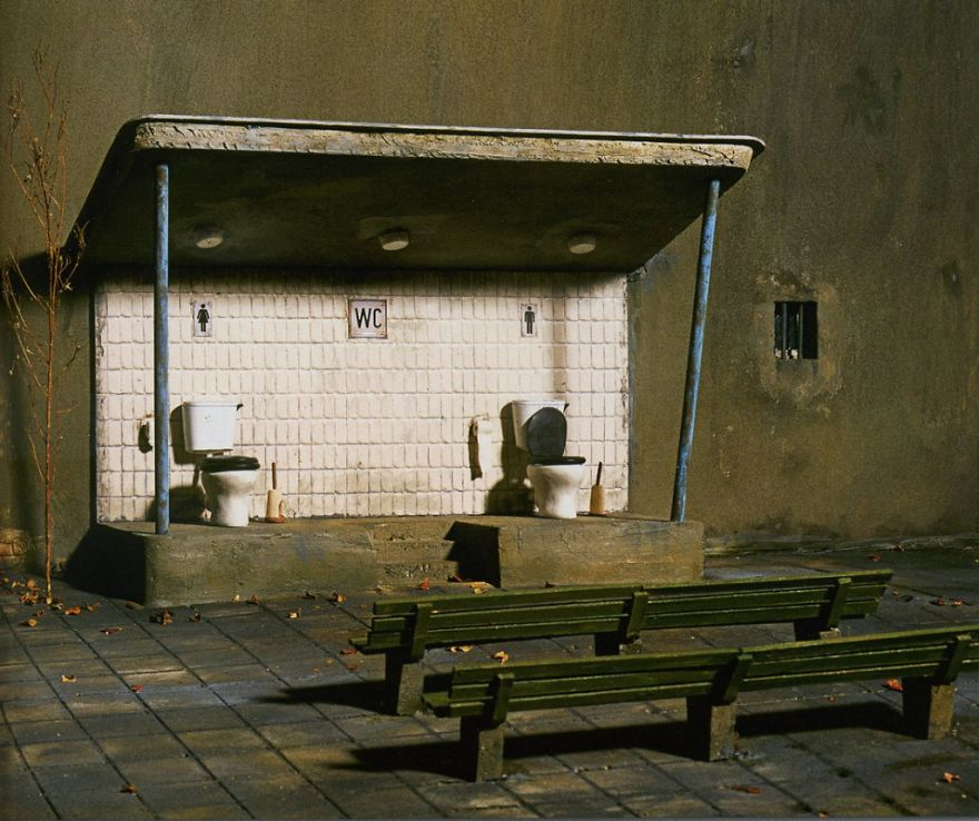 German-photographer-satirizes-modern-society-with-its-perfect-miniatures-5a3b6f7c3af27__880