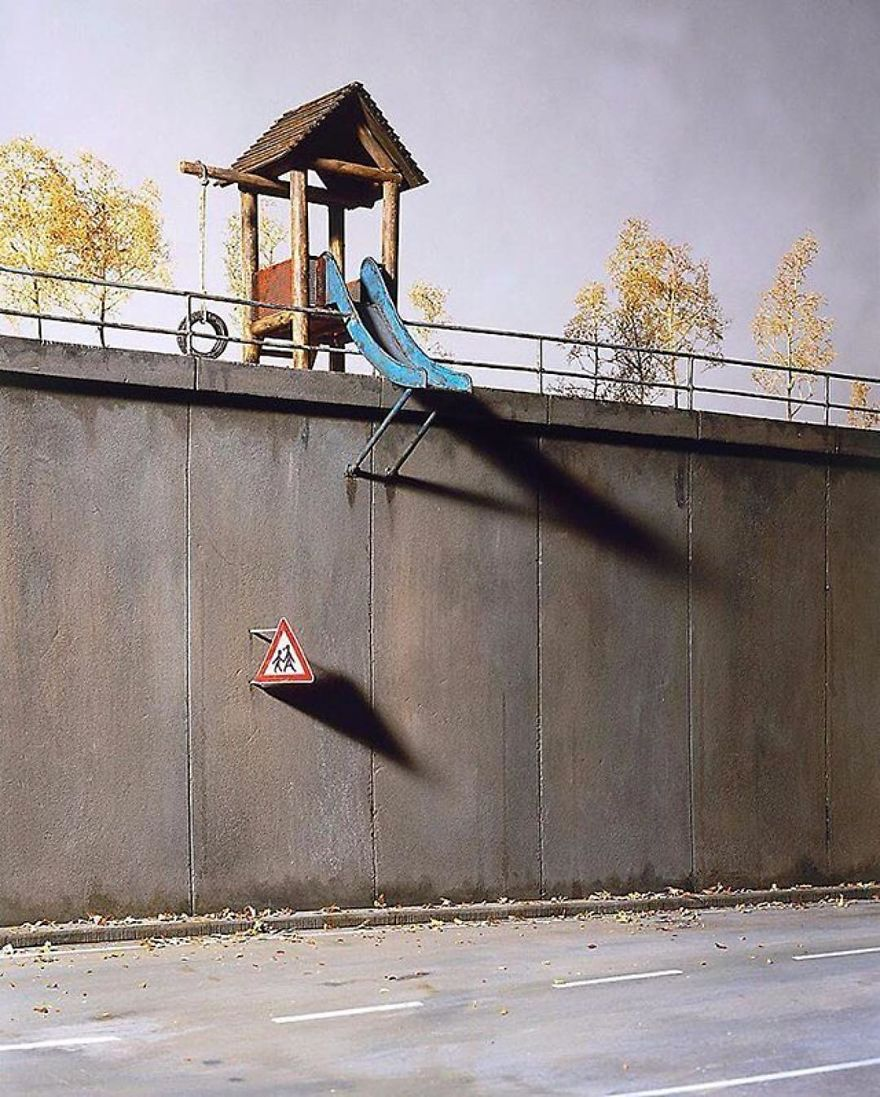German-photographer-satirizes-modern-society-with-its-perfect-miniatures-5a3b6f8c0bfea__880