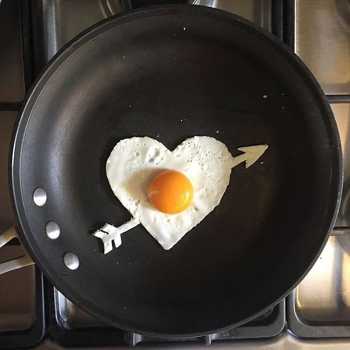 Mexican-artist-turns-eggs-into-amazing-works-of-art-and-youre-sure-to-want-one-of-those-at-breakfast-5a4362830e240__700