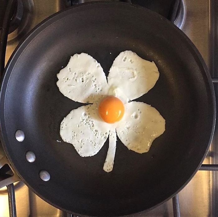 Mexican-artist-turns-eggs-into-amazing-works-of-art-and-youre-sure-to-want-one-of-those-at-breakfast-5a43628f33c82__700
