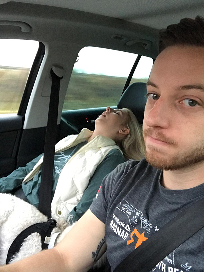 road-trip-sleeping-wife-pictures-husband-mrmagoo21-15-5a434c9b51fad__700