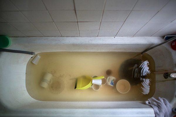 tum-yasami-buarada-geciyor-george-fowler-kuvet-banyo-istifci-1455291