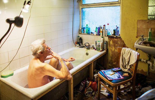 tum-yasami-buarada-geciyor-george-fowler-kuvet-banyo-istifci-1455292