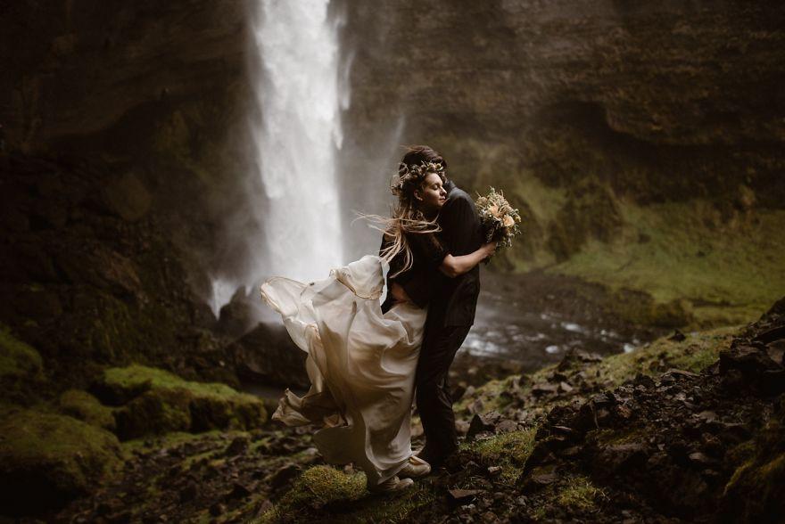 The-Top-50-Wedding-Photos-of-2017-5a4de64701406__880
