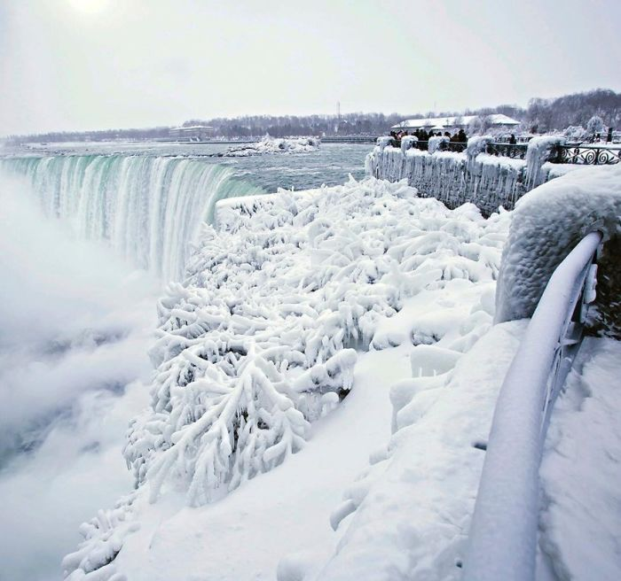 frozen-niagara-falls-5a4b7dbec0b5f__700