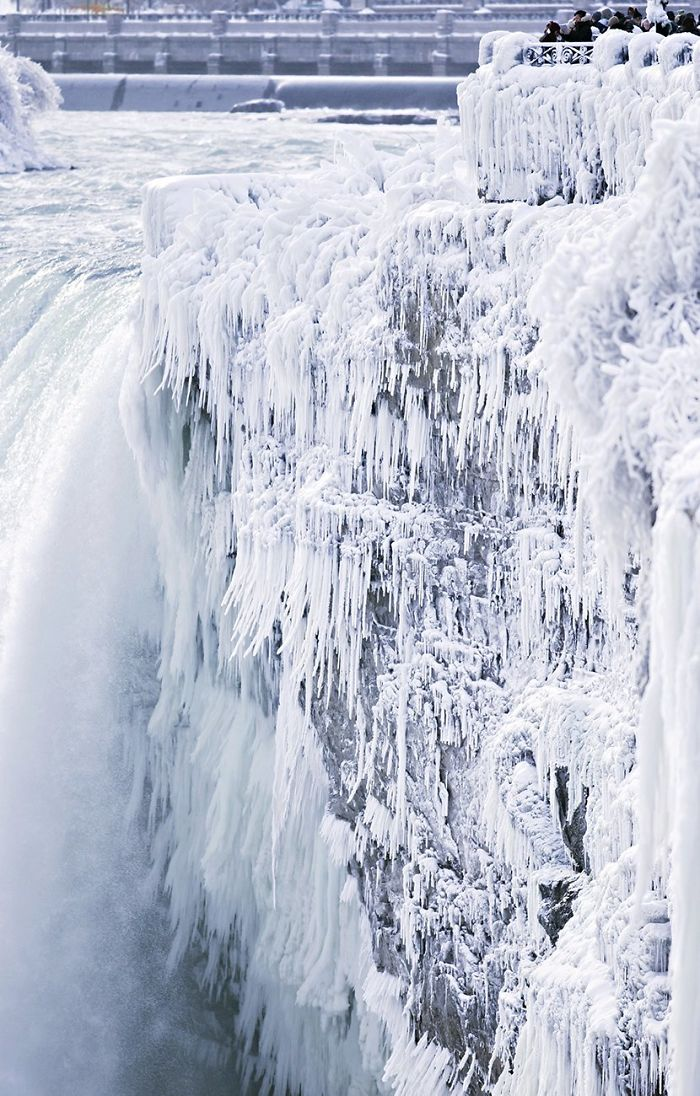 frozen-niagara-falls-7-5a4b775c180d1__700