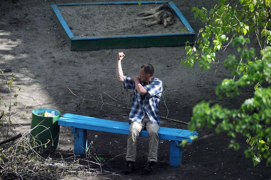 life-on-park-bench-photo-series-kiev-ukraine-yevhen-kotenko-1-5a6add626fe0e__880