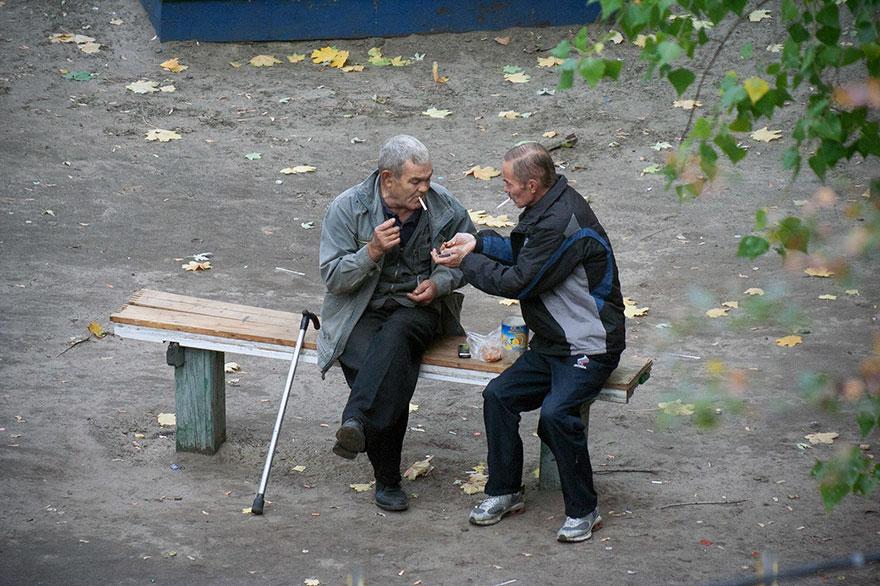 life-on-park-bench-photo-series-kiev-ukraine-yevhen-kotenko-12-5a6add8946530__880