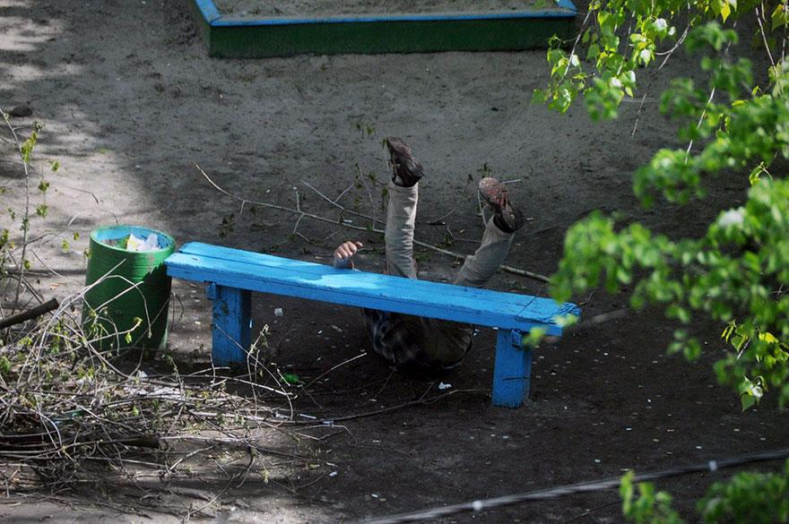 life-on-park-bench-photo-series-kiev-ukraine-yevhen-kotenko-14-5a6add6b4b77f__880