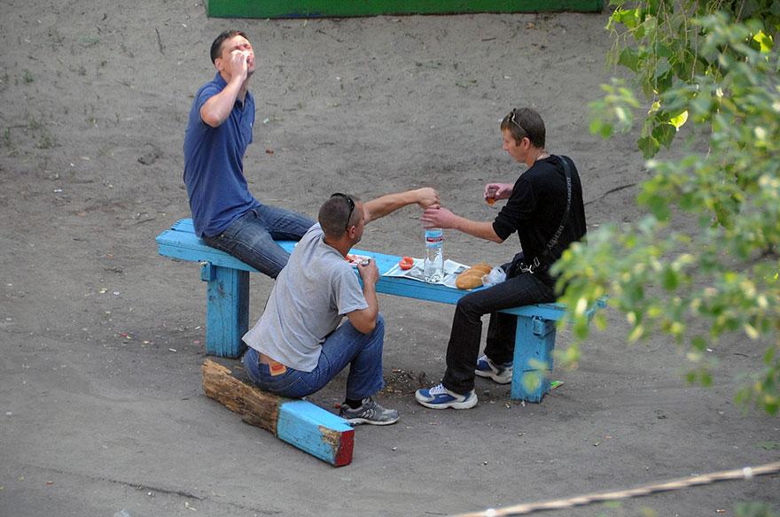 life-on-park-bench-photo-series-kiev-ukraine-yevhen-kotenko-16-5a6add5942f38__880