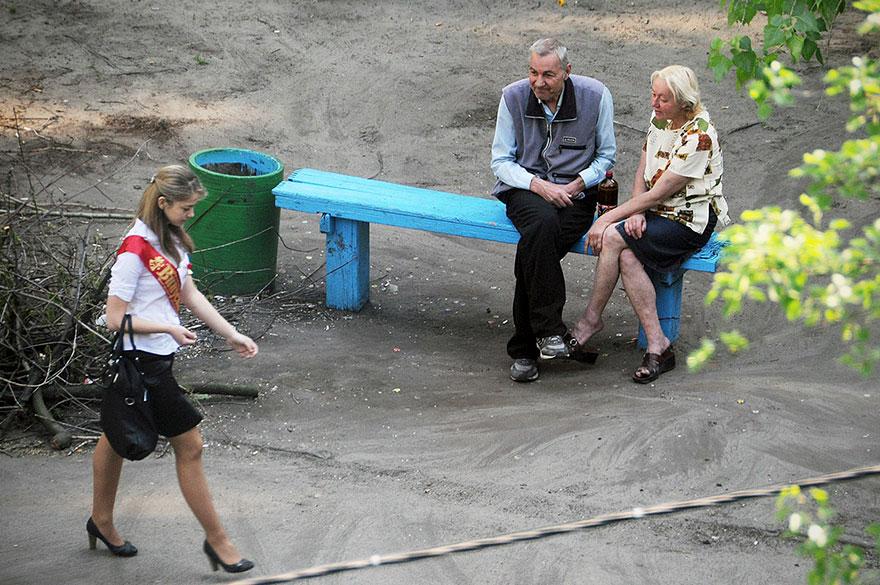 life-on-park-bench-photo-series-kiev-ukraine-yevhen-kotenko-4-5a6add760c1b3__880