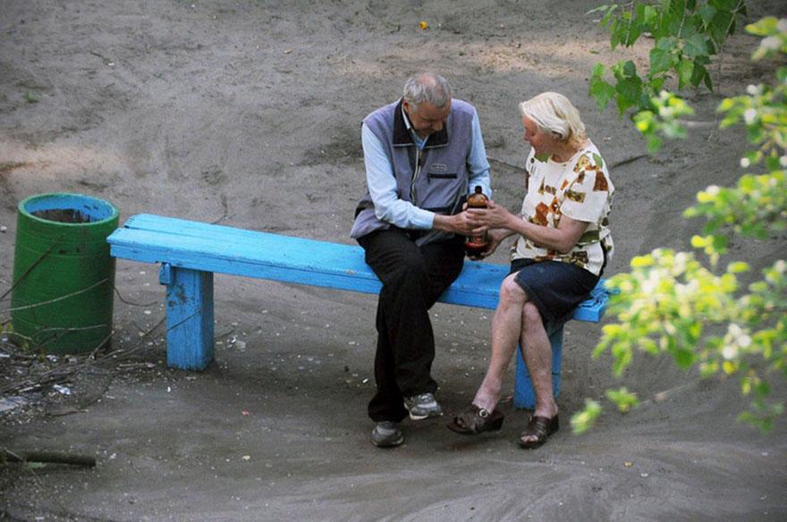 life-on-park-bench-photo-series-kiev-ukraine-yevhen-kotenko-5-5a6add7179238__880