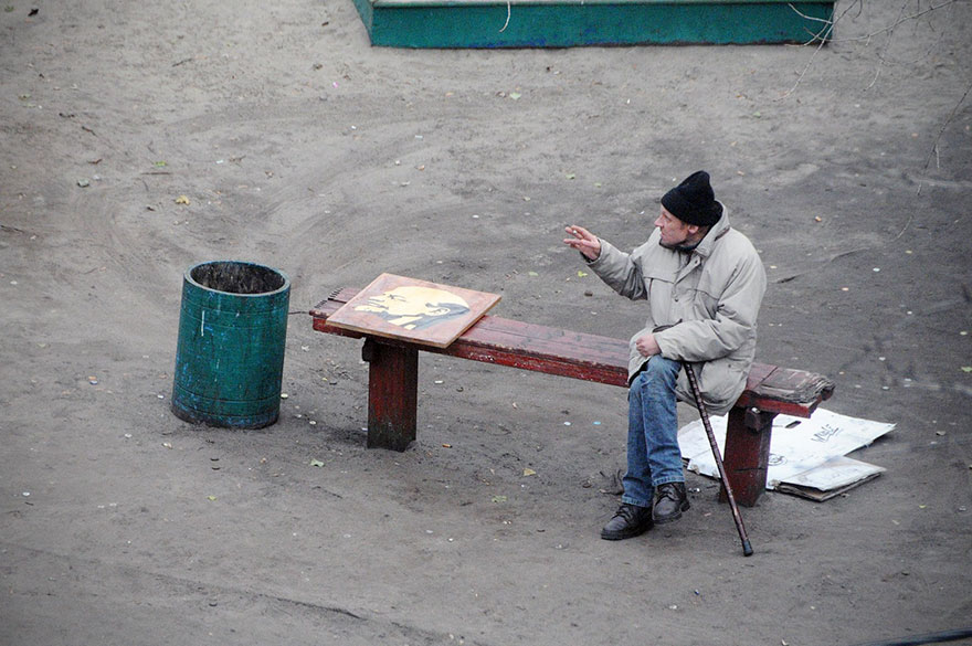 life-on-park-bench-photo-series-kiev-ukraine-yevhen-kotenko-6-5a6add8140334__880
