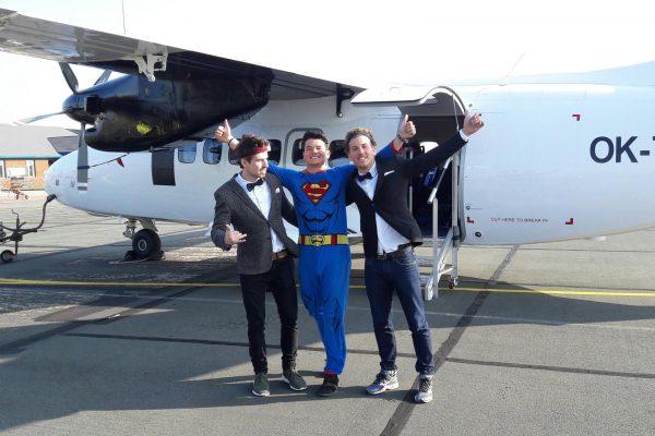 -team-inglorious-three-özel-uçak-kapattı