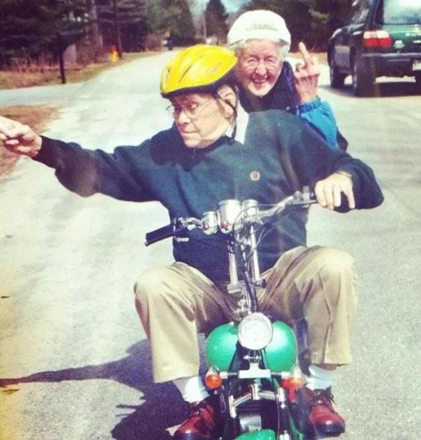funny-grandparents-115-5a45ed12b0cf5__605