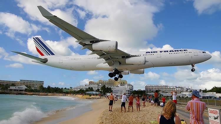 Dünyanın En Tuhaf Havaalanları Prenses Juliana Havaalanı
