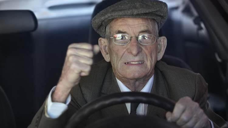 Uykusuz araba kullanma Yaşlı Sürücü
