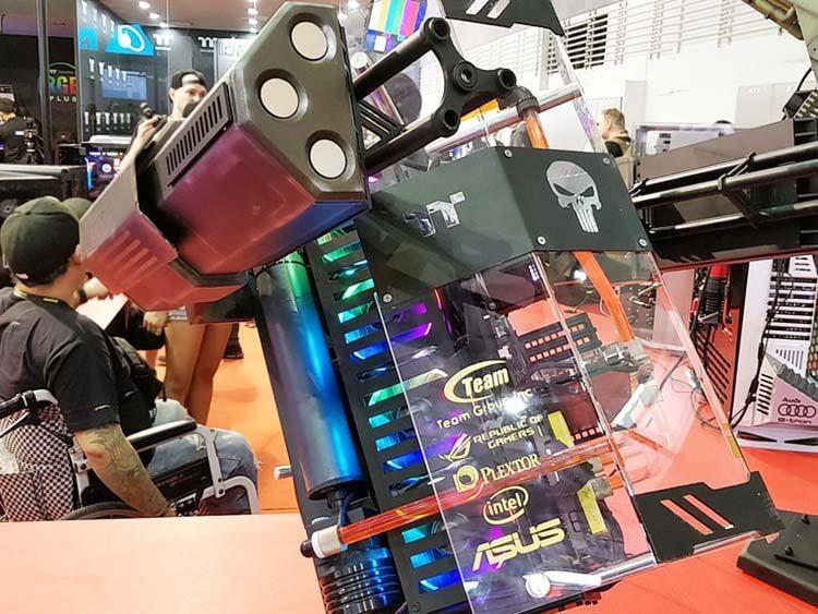ilginç bilgisayar kasaları thermaltake punisher theme armed robot