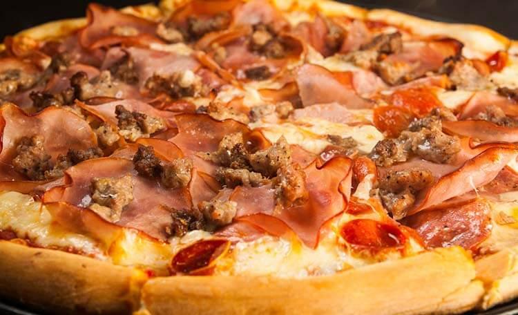 kalorisi yüksek yiyecekler etli pizza
