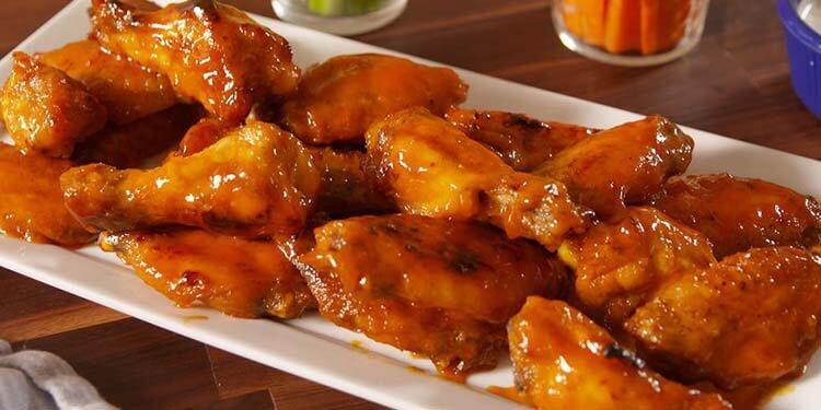 kalorisi yüksek yiyecekler buffalo soslu tavuk kanadı