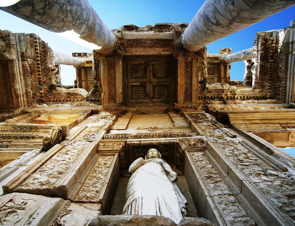 Klasik Yunan Döneminden Günümüze Gelmiş Izmirdeki Efes Antik Kenti