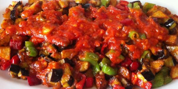 Domates Sosu Kullanarak Yapabileceğiniz 8 Lezzetli Yemek Tarifi