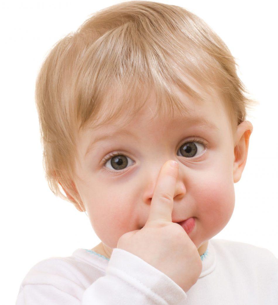 Картинка ребенок показывает