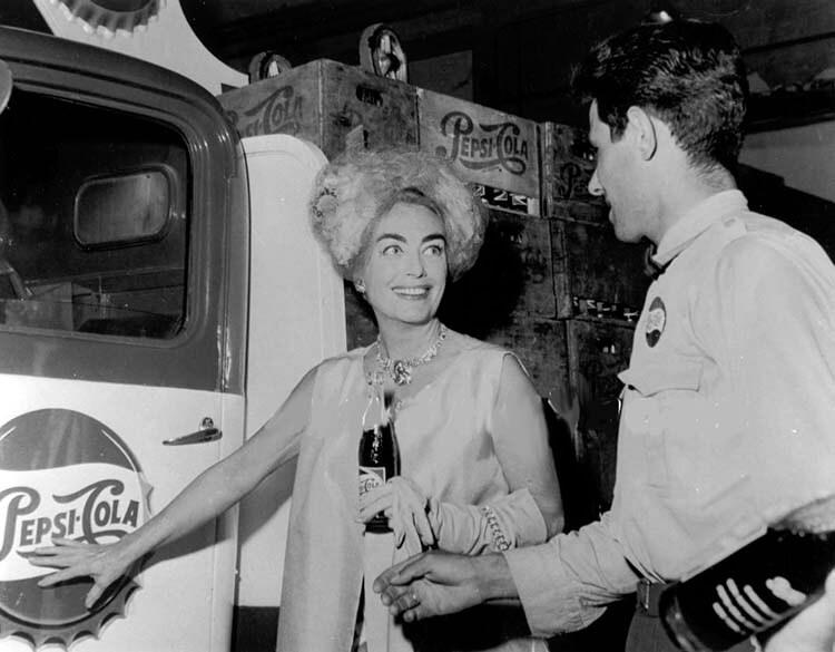 Pepsi hakkında ilginç bilgiler - Joan Crawford Pepsi yönetim kurulunda görev aldı