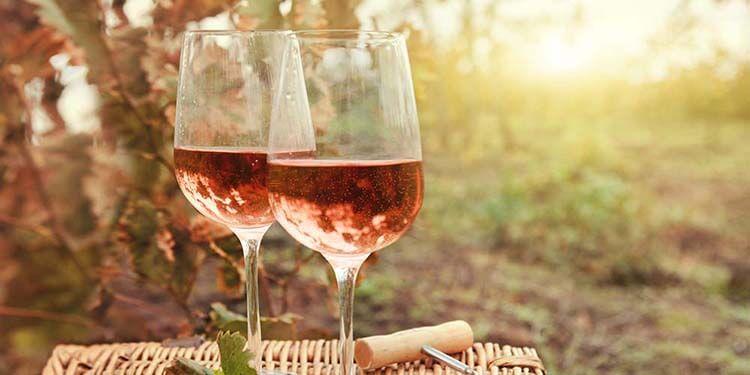 Şarap hakkında esneyebilen kurallar - Rose şarap sadece sıcak havada içilir