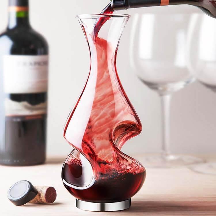 Şarap hakkında esneyebilen kurallar - Karafa sadece kırmızı şarap konur