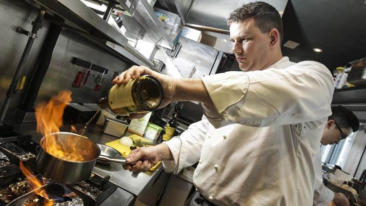 Şarap hakkında esneyebilen kurallar - İçemeyeceğiniz şarapla asla yemek pişirmeyin