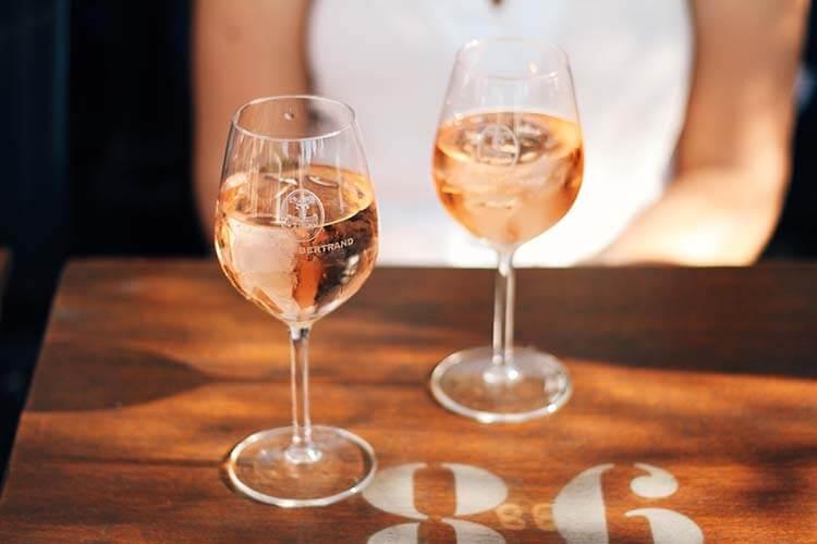 Şarap hakkında esneyebilen kurallar - Şaraba buz konmaz