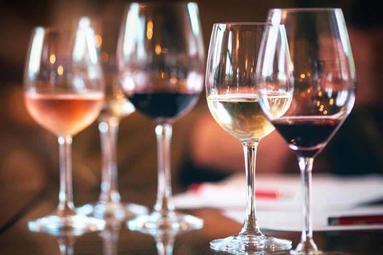 Şarap hakkında esneyebilen kurallar - Doğru bardağı kullanmalısınız