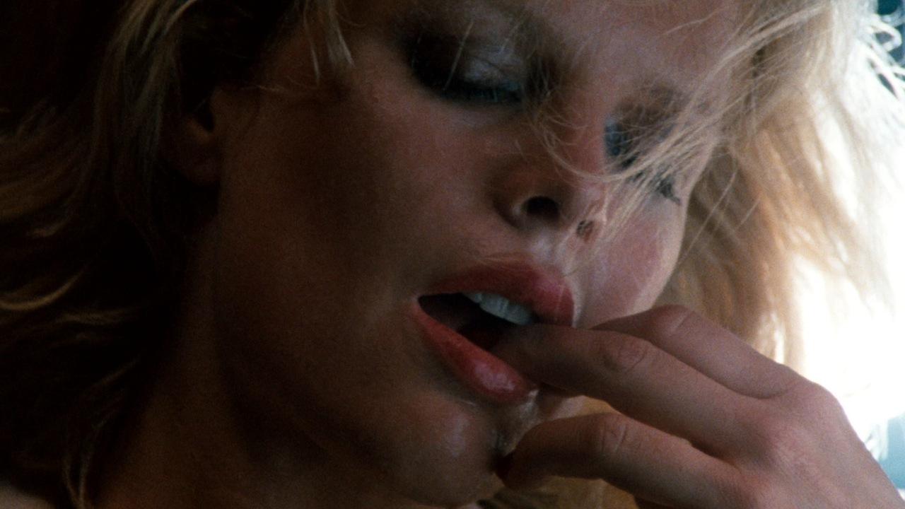 erotizm filmleri dokuz buçuk