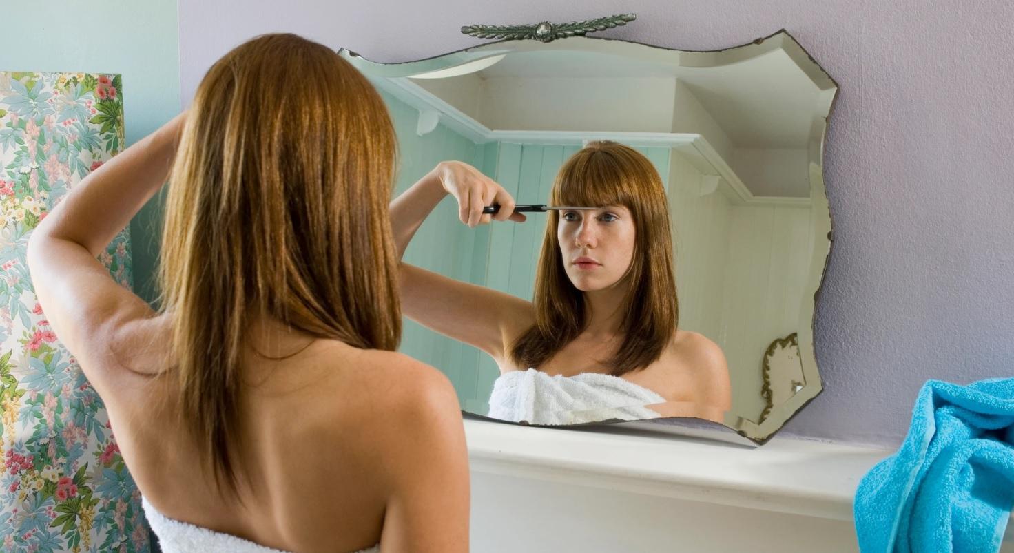 evde saç kesme kadın
