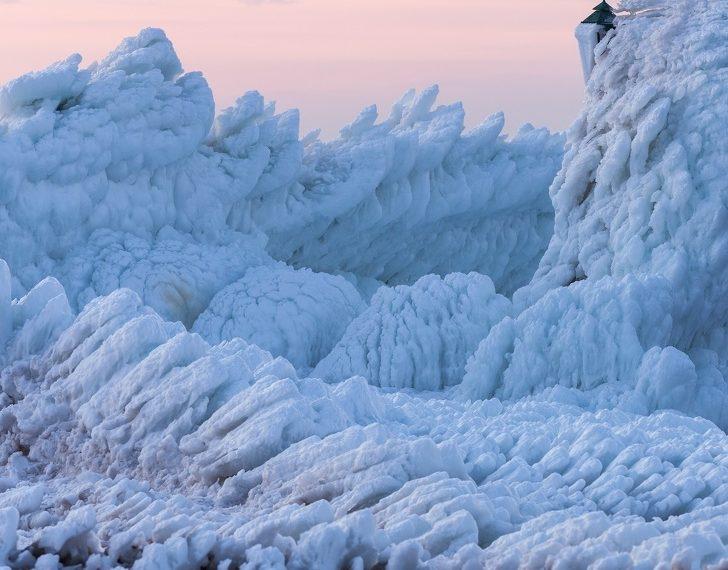 muhteşem doğa olayları Donmuş dalgaların görüntüsü