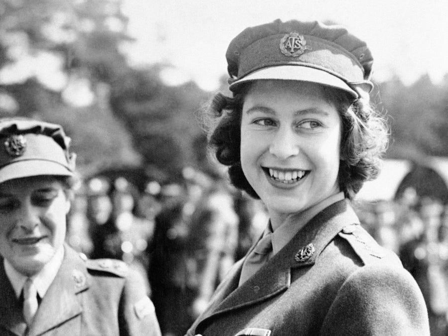 Kraliçe Elizabeth 2. Dünya Savaşı dönemi