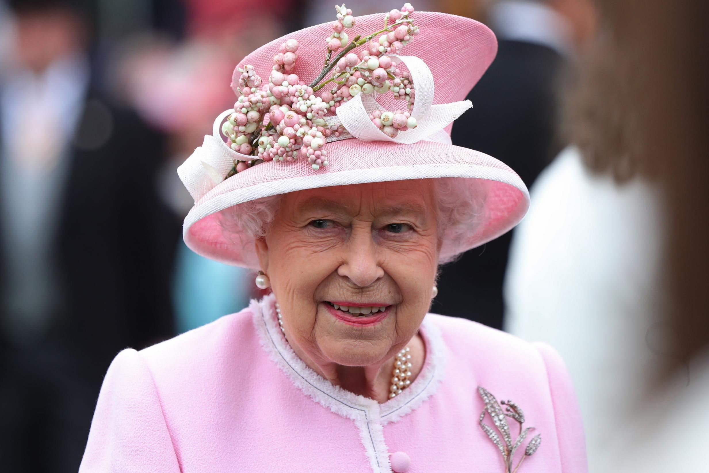 Kraliçe Elizabeth'in sahip olduğu unvanlar